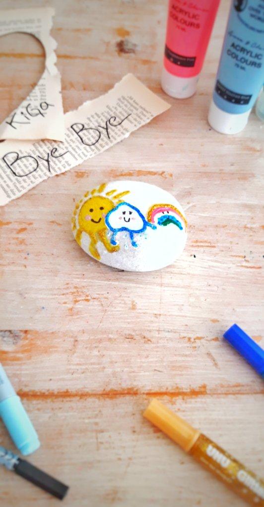 Bemalter Stein mit Acrylfarbe,  Glitzer und wasserfesten Stiften