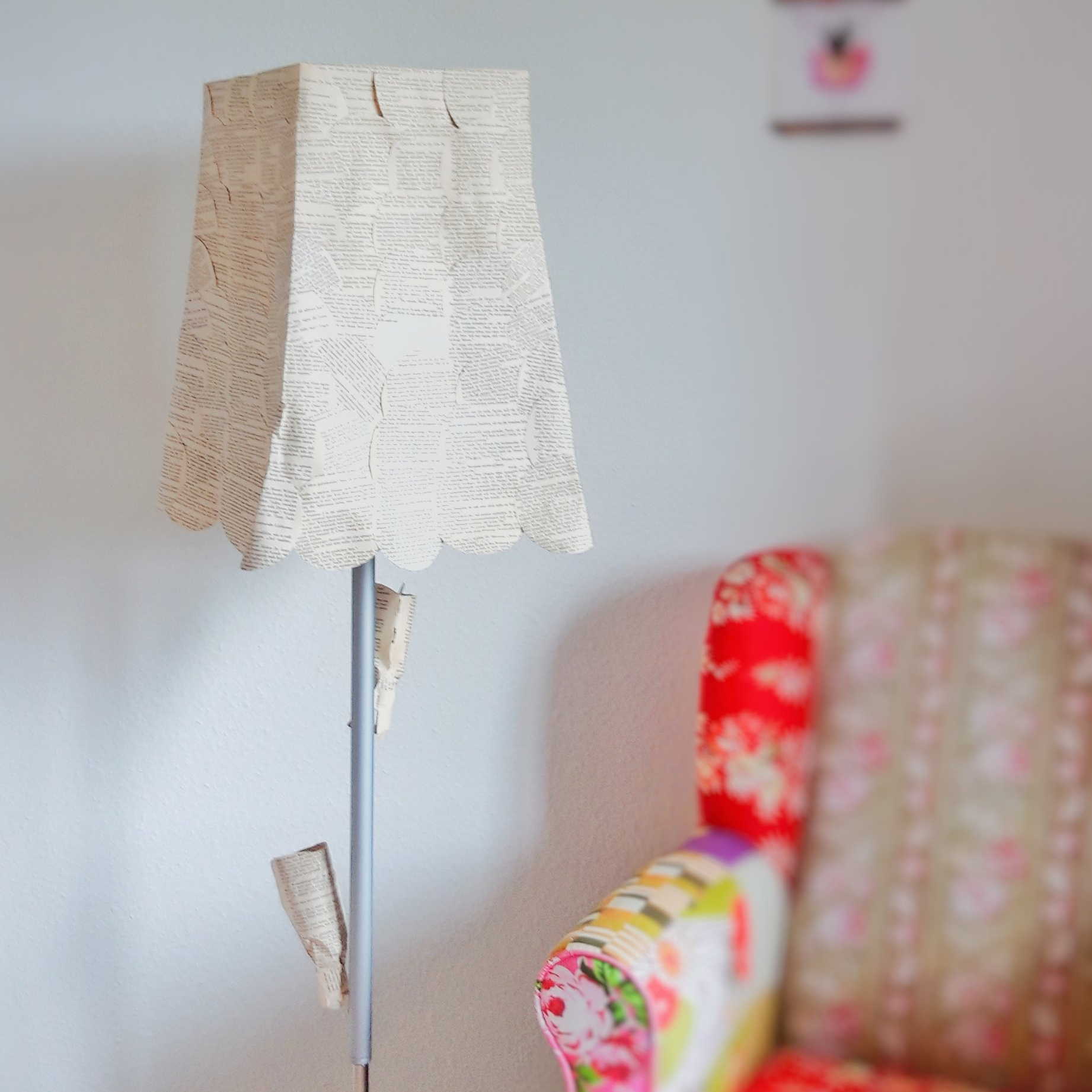 DIY Lampenschirm aus Buchseiten