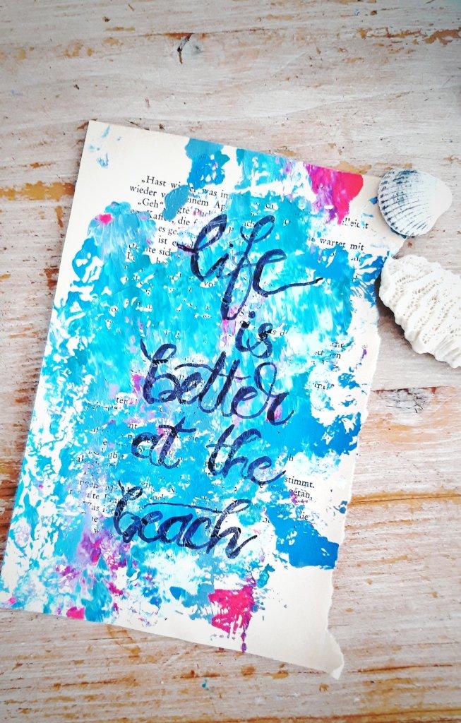 Acrylfarben auf Buchseite Kunstwerk